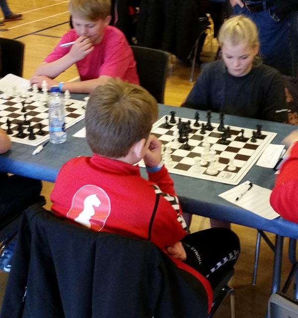 Signe Sofie Bøss Sørensen, 12 år, var med til sit 3 DM. Signe vandt og tabte skiftevis, men endte desværre lidt skidt med at tabe de sidste to partier og måtte nøjes med 3 ud af 8.