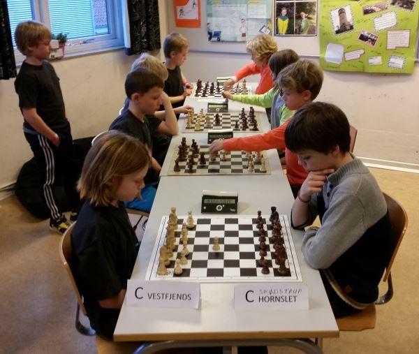 Vestfjends mod Skødstrup. Kampen endte 2½-2½.